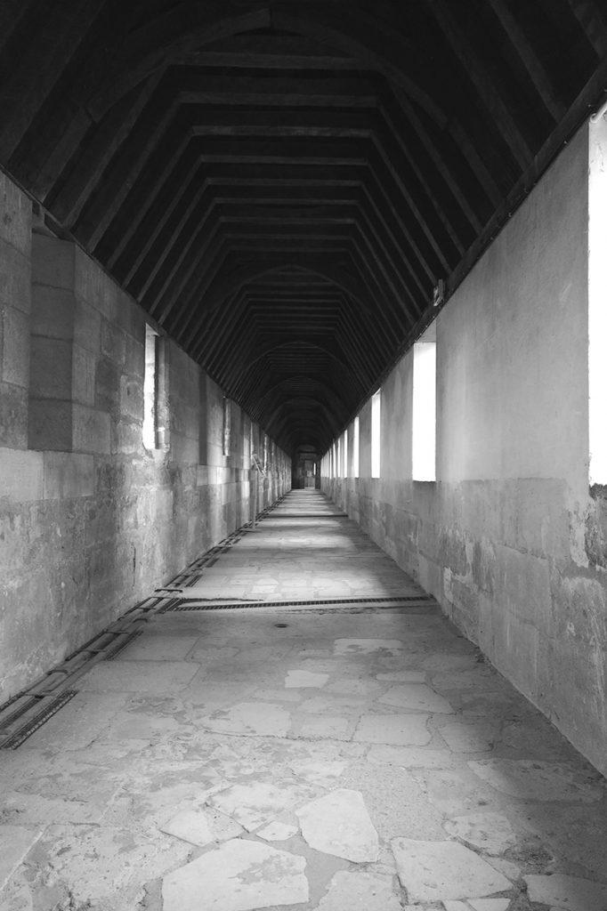 La photo a été prise sur le chemin de ronde du château de Vincennes.