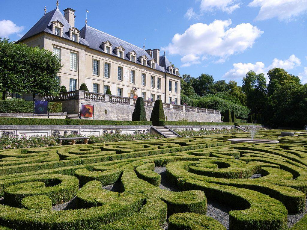 Vue du Château d'Auvers depuis les jardins à la française