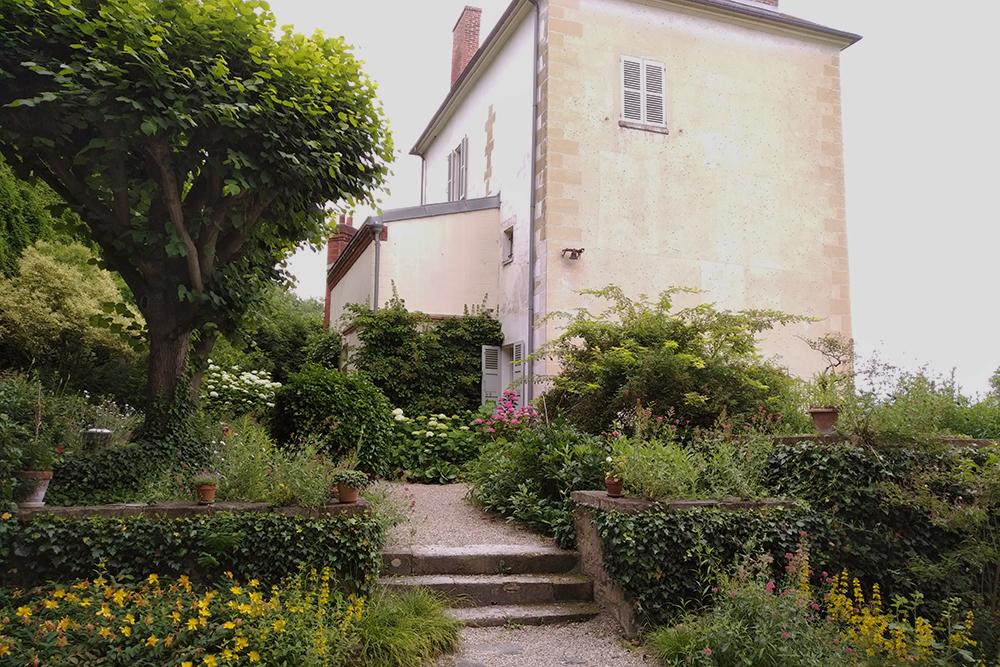 Photo de la maison du docteur Gachet, vue depuis le jardin.