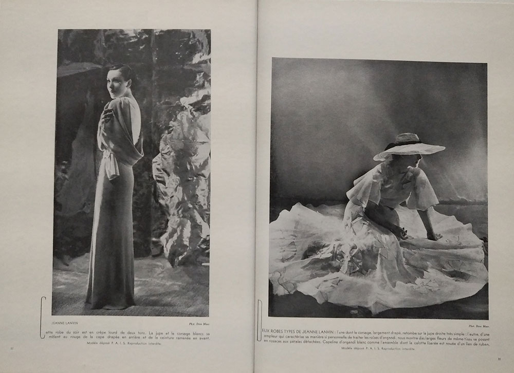 Il s'agit de photographies de mode dans un journal. On y voit des modèles féminins portant des robes de Jeanne Lanvin.