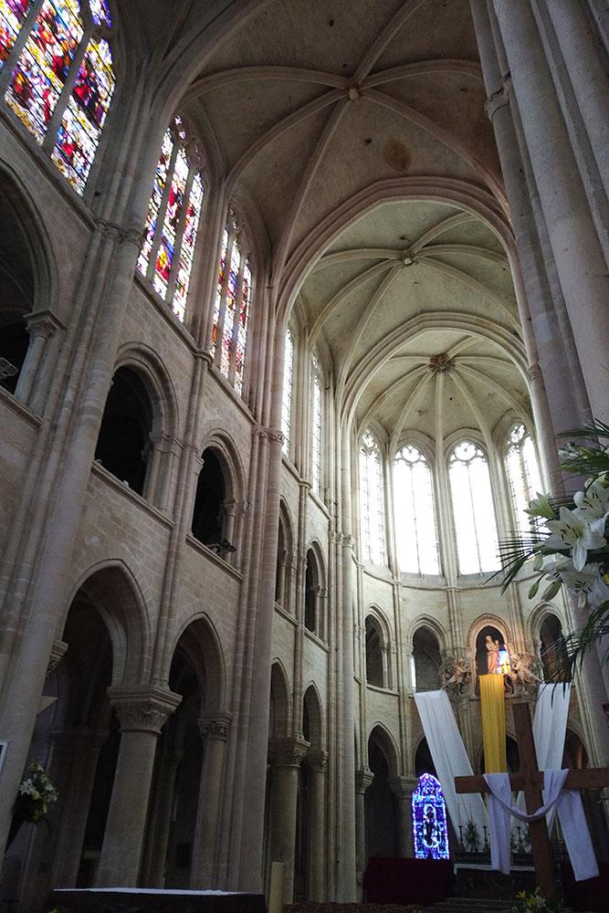 vue de l'intérieur de la cathédrale Notre-Dame de Senlis.