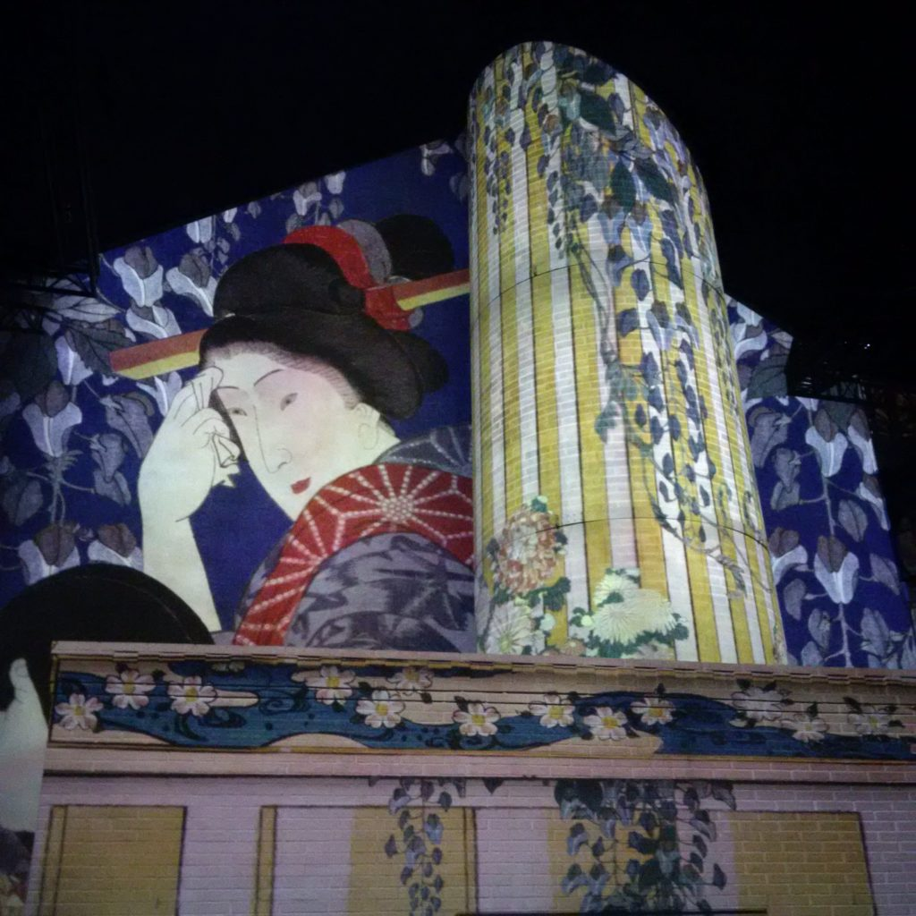 Projection de motifs venant d'estampes japonaises.