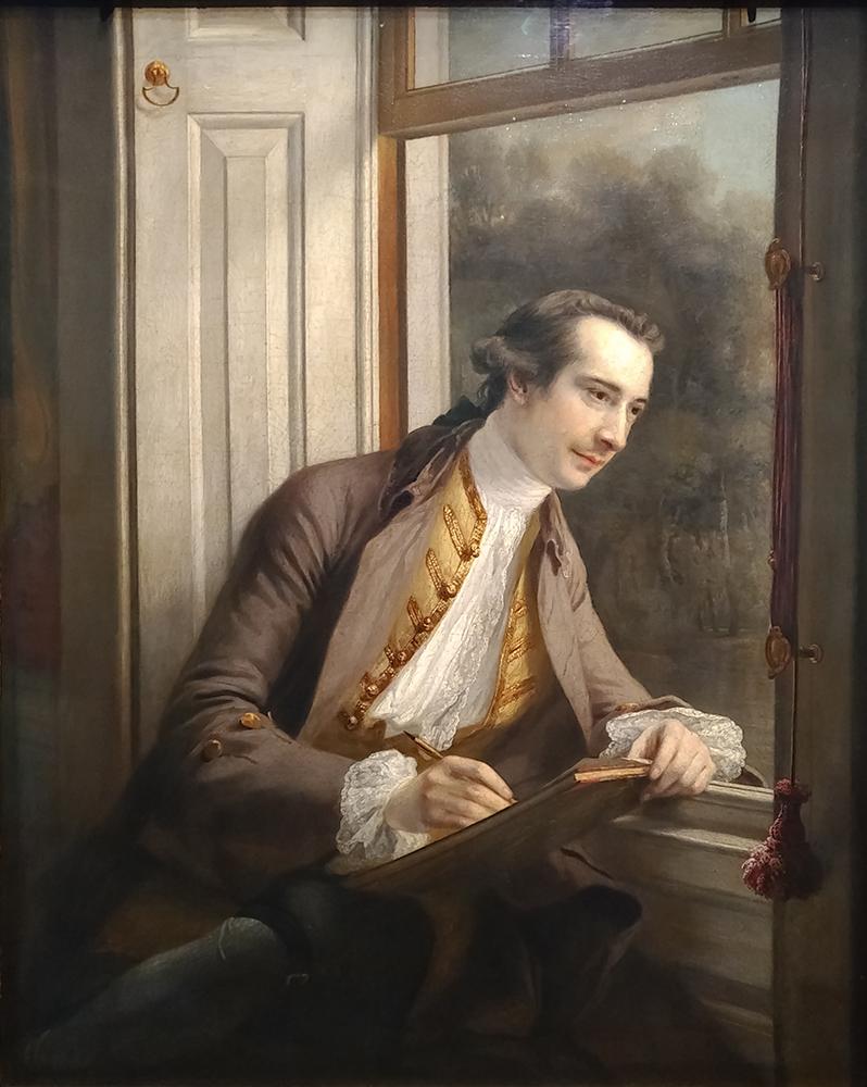 Un homme est accoudé à la fenêtre et regarde l'extérieur. Il est en train de dessiner.