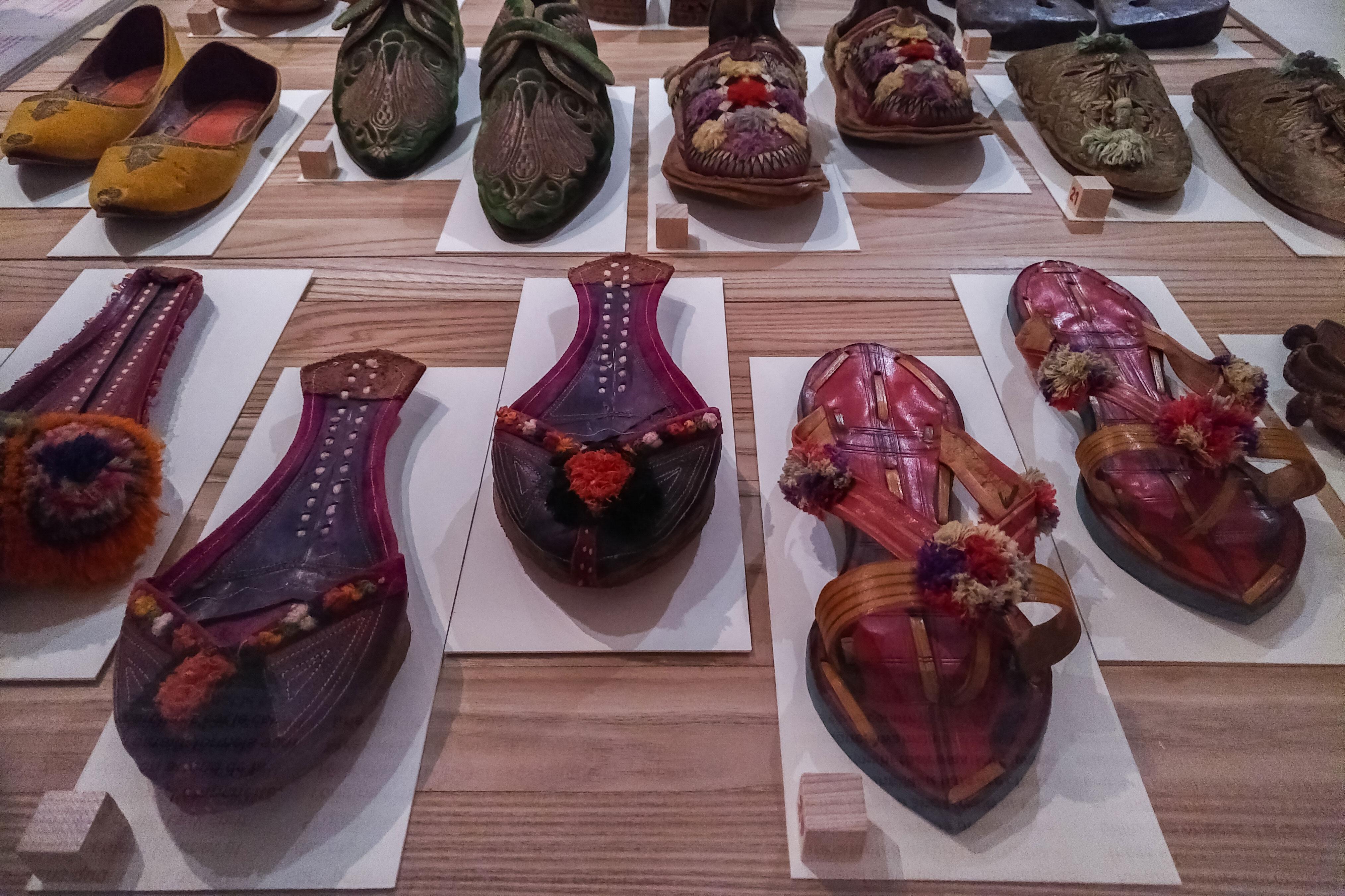 plusieurs souliers de formes différentes